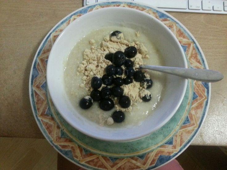 50g oats, 1 scoop protein, blueberries