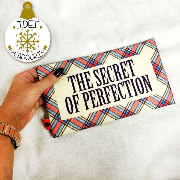 Care e secretul perfectiunii?  Un portfard in care sa incapa toate produsele tale de makeup preferate. Cadoul perfect de Craciun, nu-i asa?