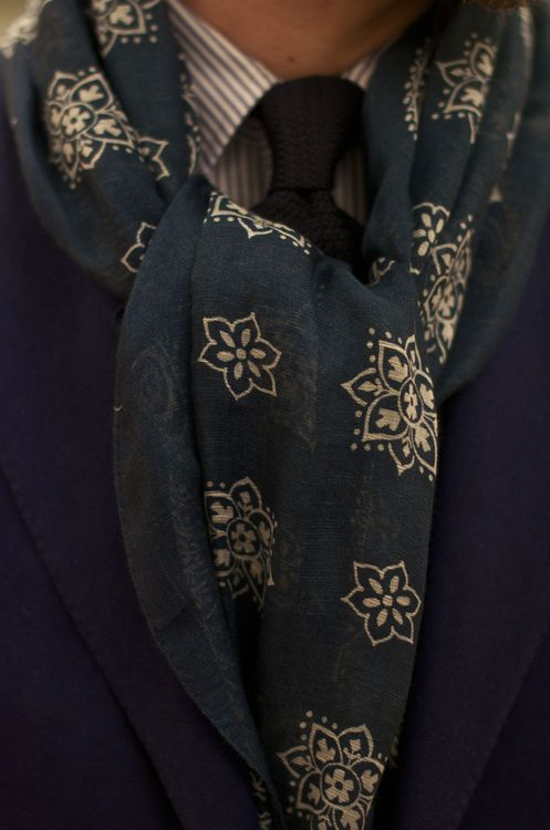 ♂ Masculine & elegance Man's accessories Love the scarf - neutral olive grey colors with the simple beige flower details