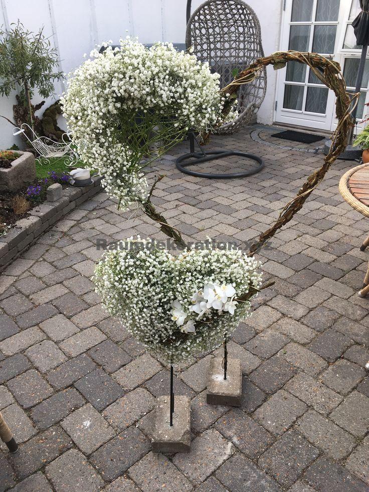 Tischdekoration Hochzeit – Herz mit magischen Blumendekoration   – Gartenhochzeit – eine freie Trauung im Garten