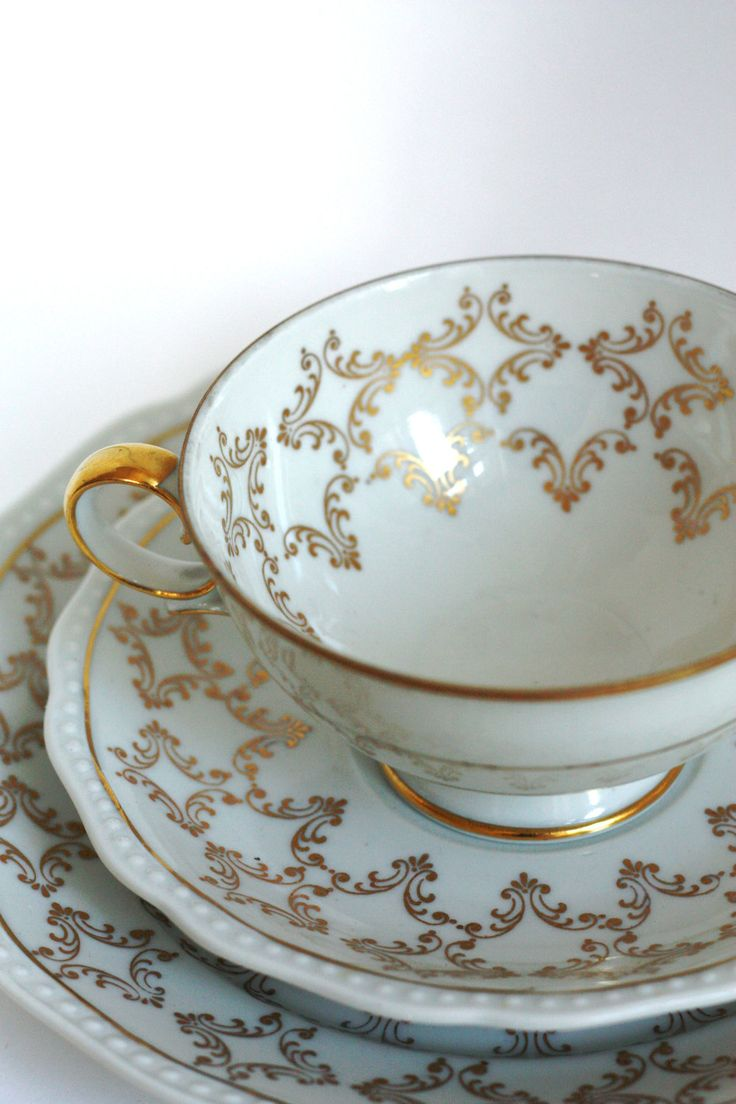 Vintage 1940s-1950s German White / Gold Tea Cup & Saucer Set.