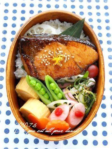 日本人のごはん/お弁当 Japanese meals/Bento  ・鰤の照り焼き(柚子の皮) ・出汁巻き卵 ・おかひじきと蒲鉾のサラダ ・スナップえんどう ・酢れんこん ・ウインナー ・人参 ・小梅、ごはん