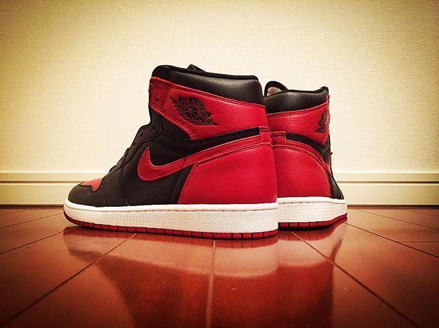 "・ NIKE AIR JORDAN 1 RETRO HIGH OG ""BANNED"" ・ よくよく考えてみたら これ以来、抽選販売に 当選していない… そろそろ流れを変えたい 縁起を担いでUP🙏🏻 ・ #nike #nike✔️ #airjordan #airjordan1 #aj #aj1 #kicks #sneakers #sneaker #airjordan1retro #jordan1 #airjordan1banned #airjordan1bred #ナイキ #エアジョーダン #エアジョーダン1 #ジョーダン1 #スニーカー #キックス"