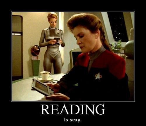 Star Trek Voyager - Captain Kathryn Janeway and Seven of Nine reading fan fiction!