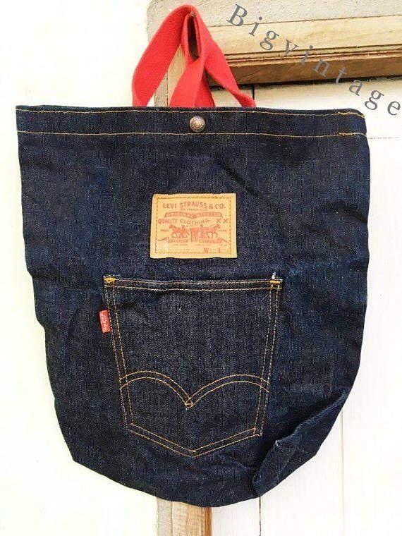 Mochila jeans estilo vintage, feita com jeans customizado