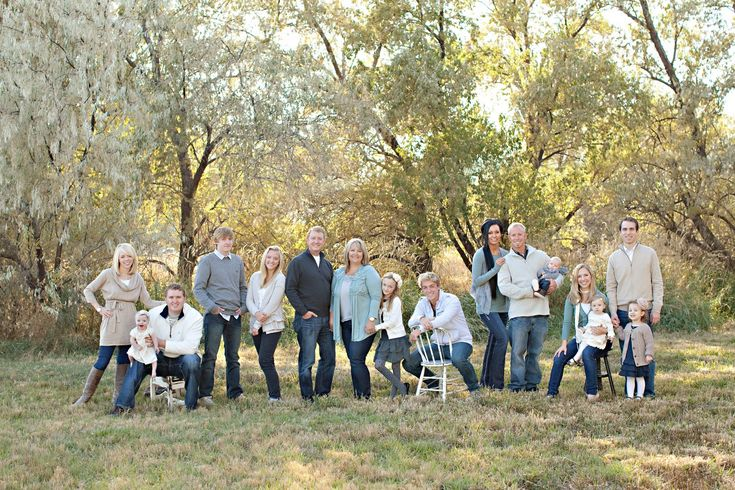 Large family pose // love the use of chairs and space