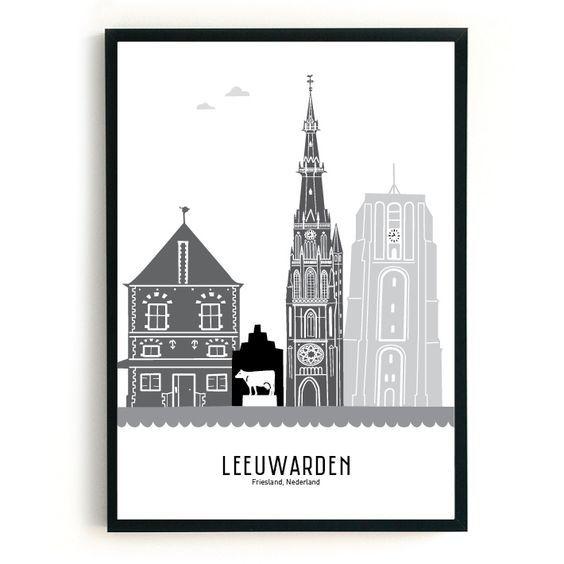 MevrouwEmmer.nl - Poster skyline Leeuwarden zwart-wit-grijs: dan denkt Mevrouw Emmer aan de St. Bonifatiuskerk, het beeld Us Mem, de Oldehove en de Waag...