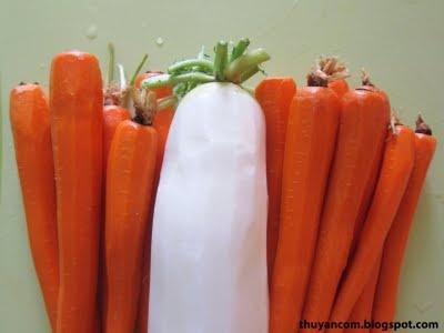Do Chua: Vietnamese pickled vegetables