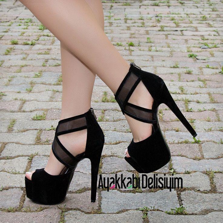 Black Heels http://www.delisiyim.com/brokli-suet-siyah-yuksek-topuklu-ayakkabi