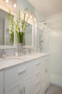 25 best ideas about bathroom vanity lighting on pinterest - Traditional bathroom mirror with lights ...