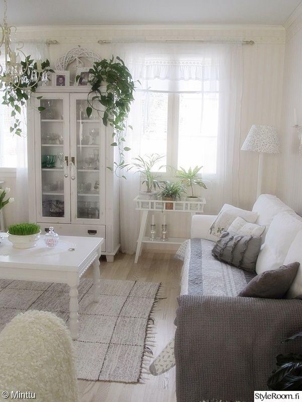 valkoinen sisustus,ektorp,vitriini,olohuone