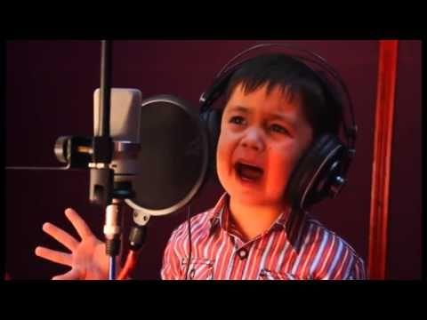 طفل يغني باحساس روعة جواربك زهرة 4 عاما أفغاني اصل