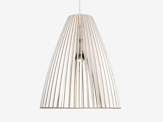 TEIA is de perfecte hanger voor grote panelen en directionele licht als ter plaatse. Doorkijkbaar gemaakt van berken hout warmte het licht geven, het eenvoudige ontwerp maakt tijdloos elegante TEIA. Als verlichting voor de eettafel, op een Sidboard, of als licht voor keuken eilanden... TEIA is beschikbaar en zes kleuren.  Variatie in kleur verkrijgbaar in: wit / / koraal rood / / oker groene / / TURQUOISE blauw en grijs diameter 29, 5 cm / / hoogte 34.5 cm  Geef de gewenste kleur bij uw…