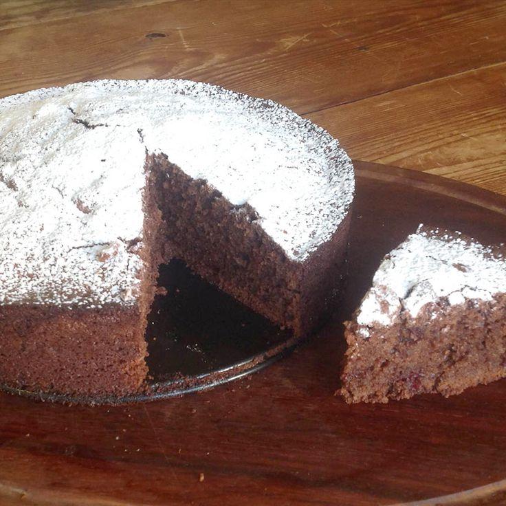 Glutenfri chokladkaka med rivna rödbetor ger en saftig och väldigt god kaka.