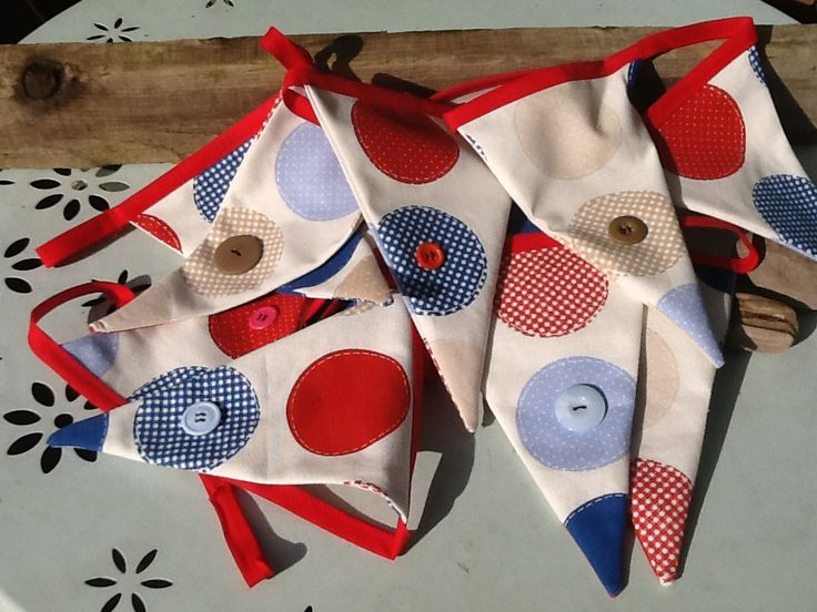 Spot and button bunting