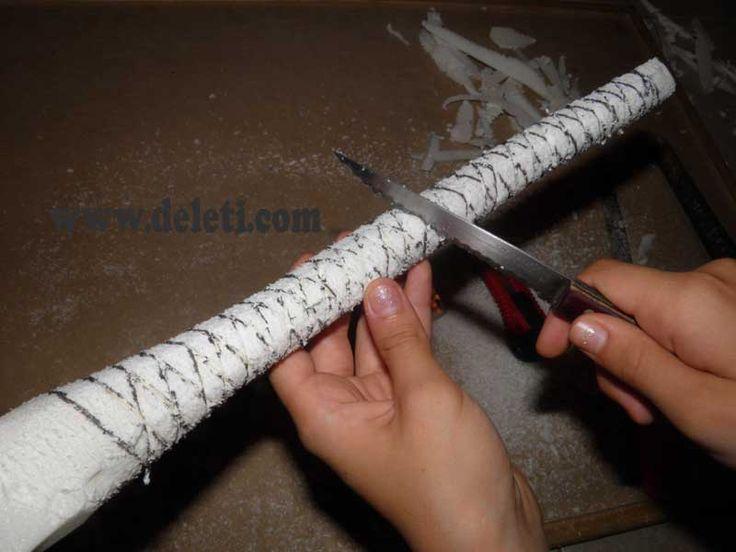 Construccion de una palmera para el belen realizada en corcho y cartulina.Entra en la Web y pon a prueba tu habilidad y decora tu nacimiento de navidad...