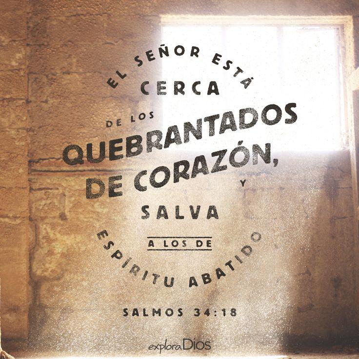 El #Señor está cerca de los quebrantados de #corazón, y salva a los de espíritu abatido. #Salmos 34:18 #Biblia #Palabra #PalabradeDios #Dios #Inspiración #ExploraDios
