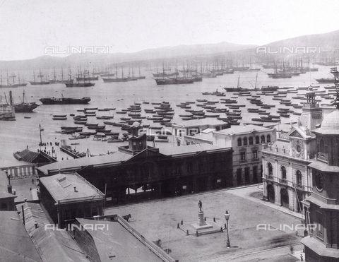 Veduta di Valparaiso, Cile, 1880 ca., Raccolte Museali Fratelli Alinari (RMFA), Firenze