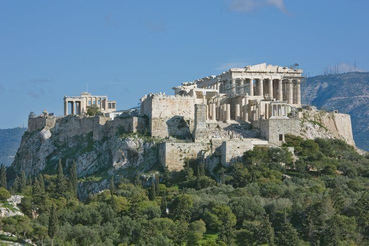 L'acropoli di Atene, adibita ai riti religiosi, era il simbolo della città. È una rocca (originariamente micenea), spianata nella parte superiore, che si eleva a 156 metri sopra il livello del mare sopra la città di Atene.