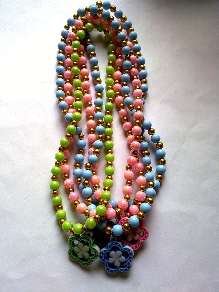 kalung mutiara dan bunga