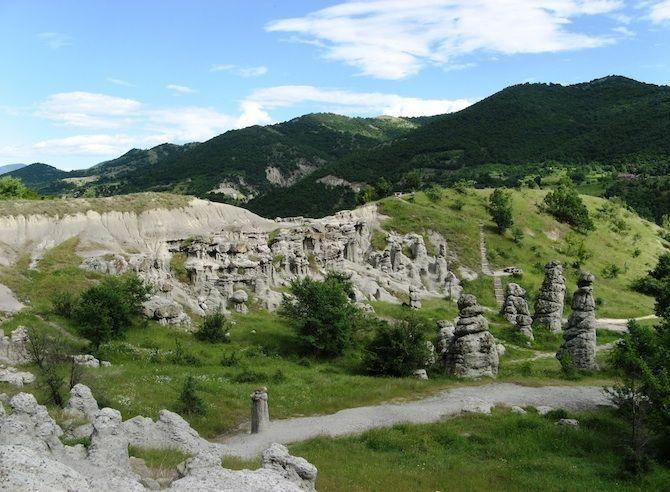 Kuklica in Macedonië 120 stenen pilaren in een gebied van nog geen halve vierkante kilometer.