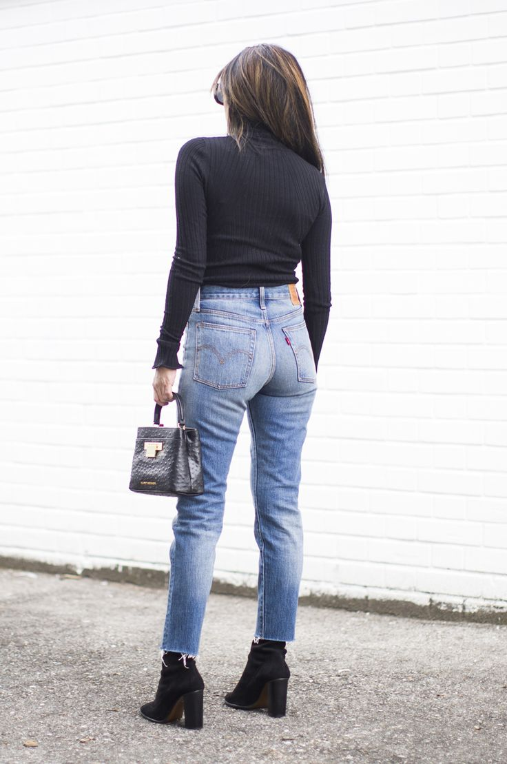 Outfit | Levis Wedgie Fit Jeans - Women's Shoes - http://amzn.to/2gIrqH5