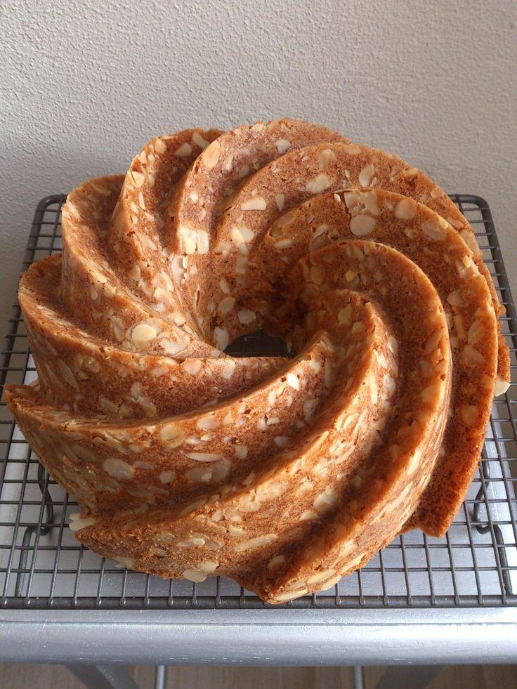Almond Speculaas Bundt Cake - recipe is in Dutch