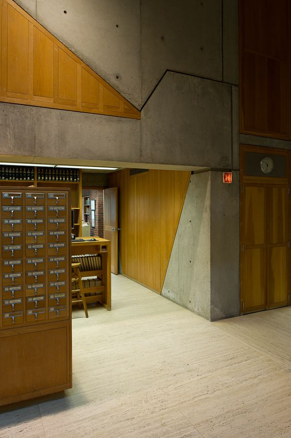 https://flic.kr/p/azJruu | library at Phillips Exeter Academy, Exeter, NH | D607_023 23/09/2011 : Exeter, NH, Main St: library at Phillips Exeter Academy (Louis I. Kahn, 1965-71)