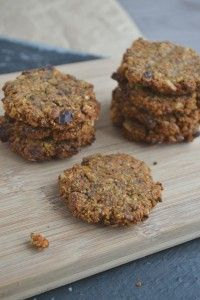 Deze zachte suikervrije wortelkoekjes zijn glutenvrij én veganistisch. Lekker, voor de gezonde trek! Je maakt ze met boekweitmeel of havermout.