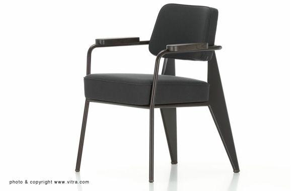 ジャン・プルーヴェの「Fauteuil Direction(フュティル ダイレクション)」は、ホームオフィスやダイニングに最適なチェアです。