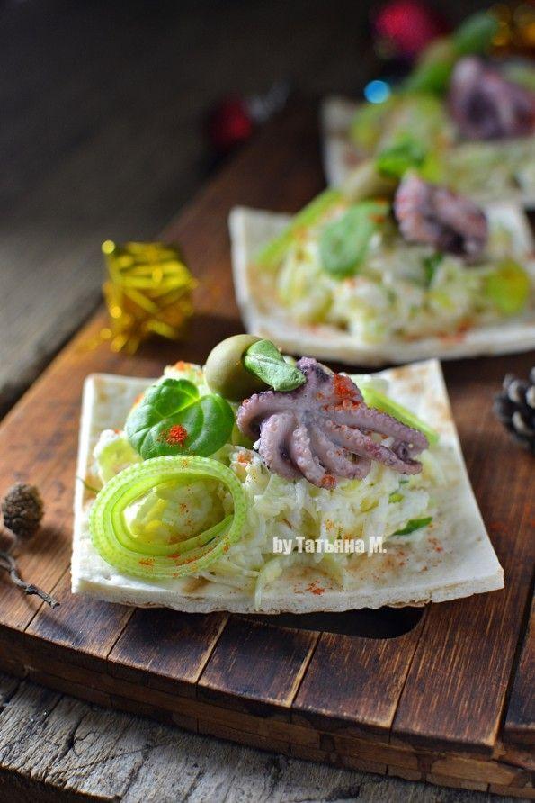 Легкий порционный салат с осьминогом