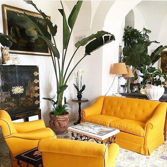 A pop of mustard 💛 @lesirenuse #positano #interiors #lasirenuse #interiors #mustard #decoration #interiordesign #hotels