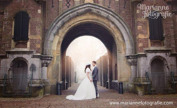 Bezig met de laatste foto's en het pakketje van Niels & Lamara... het lijkt wel een sprookje of niet?  Ken jij iemand die trouwplannen heeft? Tag ze dan even en vraag ze de pagina te liken ;) Want morgen heb ik een hele leuke winactie voor ze!