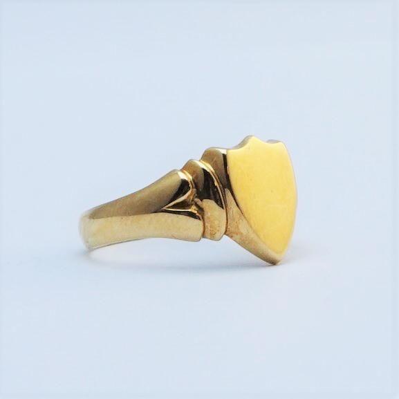 Gentleman's 18 Carat Gold Signet Ring Hallmarked 1909