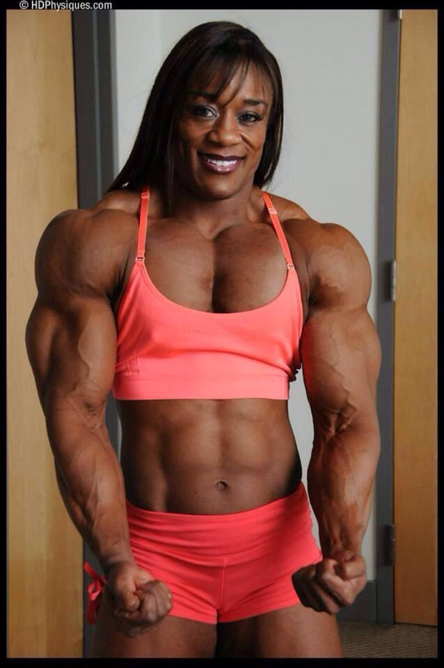 Muscular woman fucks girls