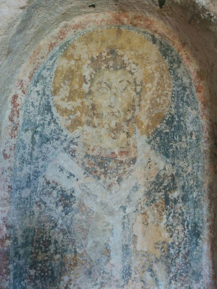 Santo Vescovo di XIII secolo nella chiesa rupestre di Lama d'Antico  *** Saint bishop of XIII century into rupestrian church of Lama d'Antico.