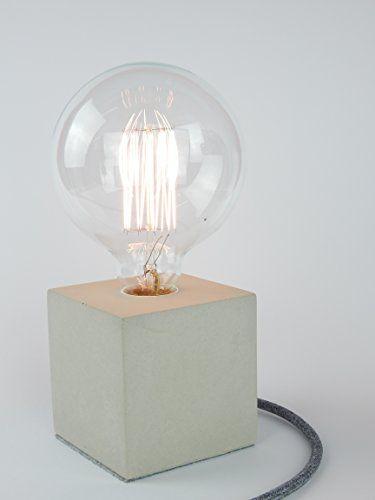 Lieferumfang: Beton-Lampe mit E27 Fassung, 2.0 Meter Textilkabel, Filz-Untergrund, Kippschalter (40 cm ab der Beton-Lampe) und Schuko-Stecker (beides transparenter Kunststoff)  Licht: