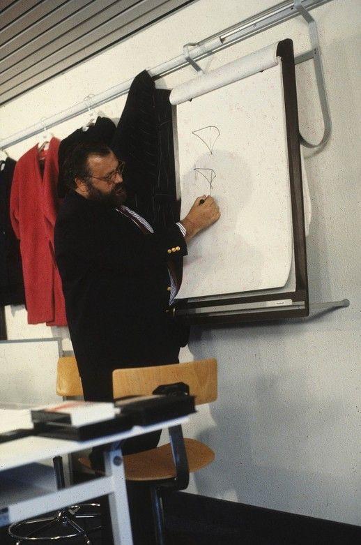 1986 - Gianfranco Ferré tiene lezione alla Domus Academy
