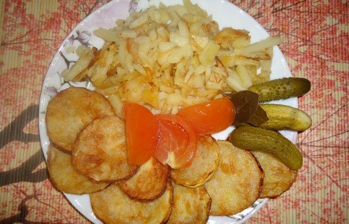 Жареный картофель с кабачками http://mirpovara.ru/recept/2434-jarenyj-kartofel-s-kabachkami.html  Жареный картофель, но кто его не любит? А если он с хрустящей корочкой? Вкуснота! А жареные кабачки ...  Ингредиенты:  • Картофель - 4шт. • Кабачок - 1шт. • Мука - по вкусу • Масло растительное - для жарки • Соль - по вкусу  Смотреть пошаговый рецепт с фото, на странице:  http://mirpovara.ru/recept/2434-jarenyj-kartofel-s-kabachkami.html