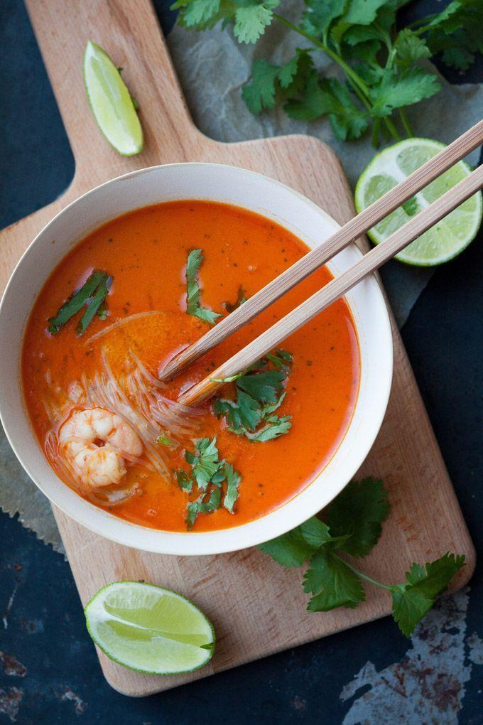 20-Minute Thai Shrimp Soup - Würzig, wohlig warm und extraschnell fertig. Das perfekte Soulfood und schneller als der Lieferservice - kochkarussell.com