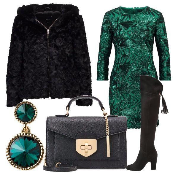 Outfit+elegante+per+una+serata+speciale.+Tubino+verde+illuminato+da+paillette+della+stessa+tonalità,+ecopelliccia+con+cappuccio+nera,+borsa+a+tracolla+nera,+stivale+cuissard+e+a+completare+il+look+orecchini+verdi+pendenti.
