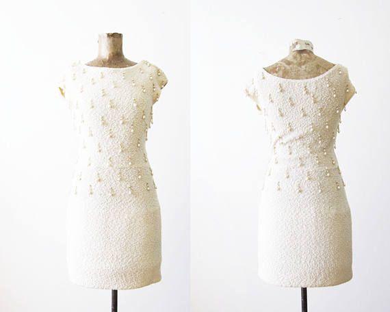 kleding van de jaren 1960 / 60s bruids jurk / parel kralen