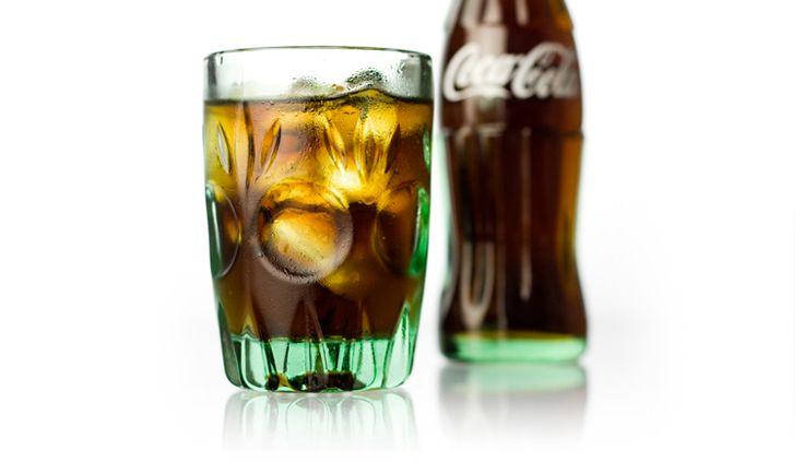 ルック コーラグラス 喫茶店ブームが到来した1960年代後半。コカ・コーラを飲むことが当時のトレンドでした。そこで石塚硝子が、コーラを注ぐためのグラスとして開発したのがこの商品。名前もそのまま「コーラグラス」と命名されました。 Tweet ルック コーラグラス - D&DEPARTMENT PROJECT
