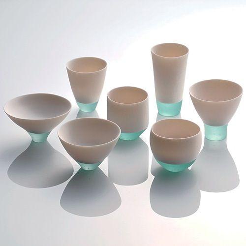 素材のコントラストで爽やか? 下側が透明なのがいい? セラミックとガラス、違う素材の組み合わせが美しい。