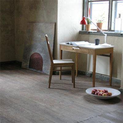 Ala skrivbord, ek, skiva i kalksten från G.A.D – Köp online på Rum21.se