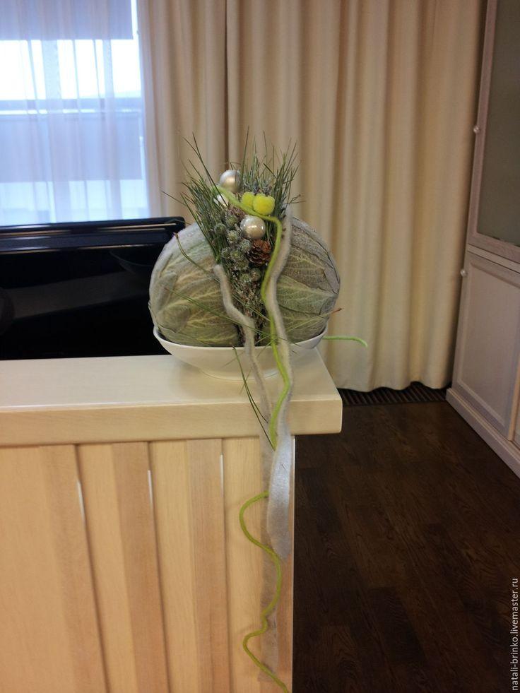Купить Флористическая композиция Новогодний шарик Яблочки на снегу.. - комбинированный, серый мягкий, винтаж