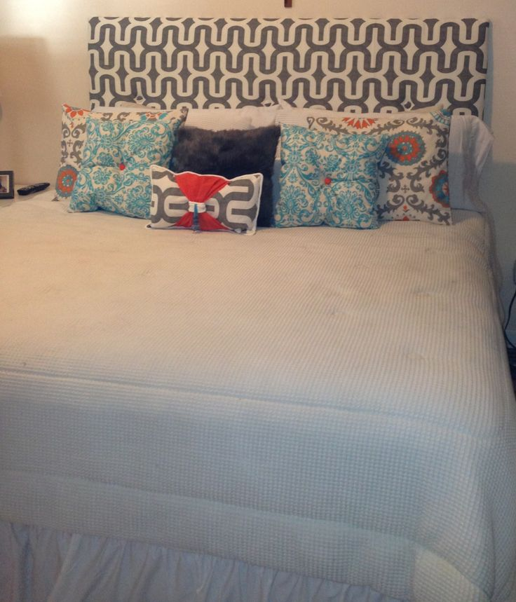 Diy bed headboard and coordinating pillows Home Decor Pinterest Diy bed headboard, Bed ...