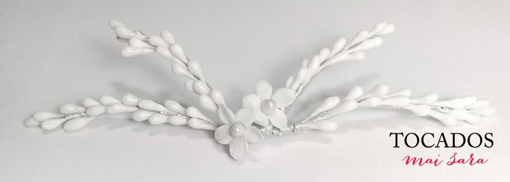 Tocado Novia con pistilos y flor porcelana NESA #tocadosdenovia