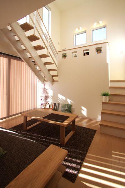 外観 シンプルでモダンな白い外壁です。 玄関~玄関ホール 玄関横には...