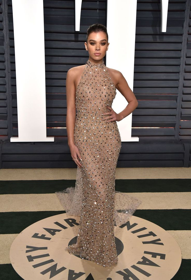 Hailee Steinfield in Ralph & Russo. Like the dress, but not the way the color looks on her.